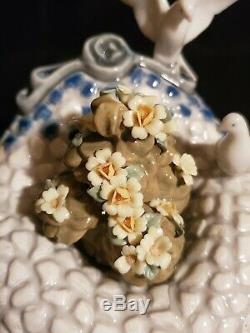 LLADRO Figurine, 6662 Garden In Barcelona Birdbath, Doves with Flowers